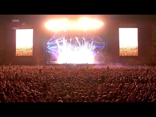 Arctic Monkeys - R U Mine? Live Reading Leeds Festival 2014 HD