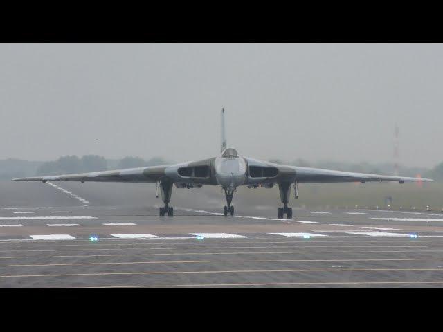 Avro Vulcan XH558 Arrives at RAF Fairford Air Tattoo RIAT 2015   4K video