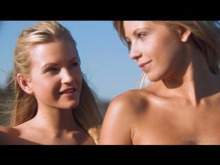 Порно ролик близняшки168
