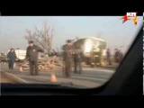 Бревна из грузовика на крутом повороте разорвали пассажирский автобус в Навашинском районе: видео