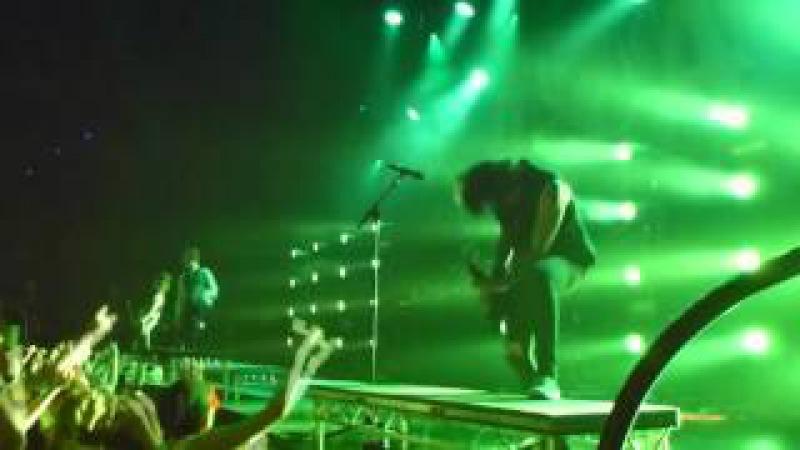 Asking Alexandria - Closure Denis Shaforostov live Tivoli Vredenbrug