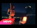 Kanye West - Flashing Lights ft. Dwele (Director's Cut)