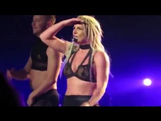 ➤ BS: Piece of me: — Бритни сказала девушке, что у нее классная попка — 21.08.15