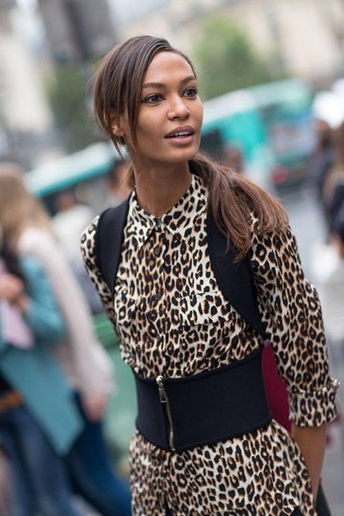 Девушка в тигровой рубашке