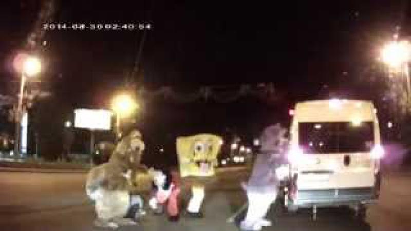 Челябинские разборки в стиле Disney люди в костюмах героев мультфильмов избили водителя