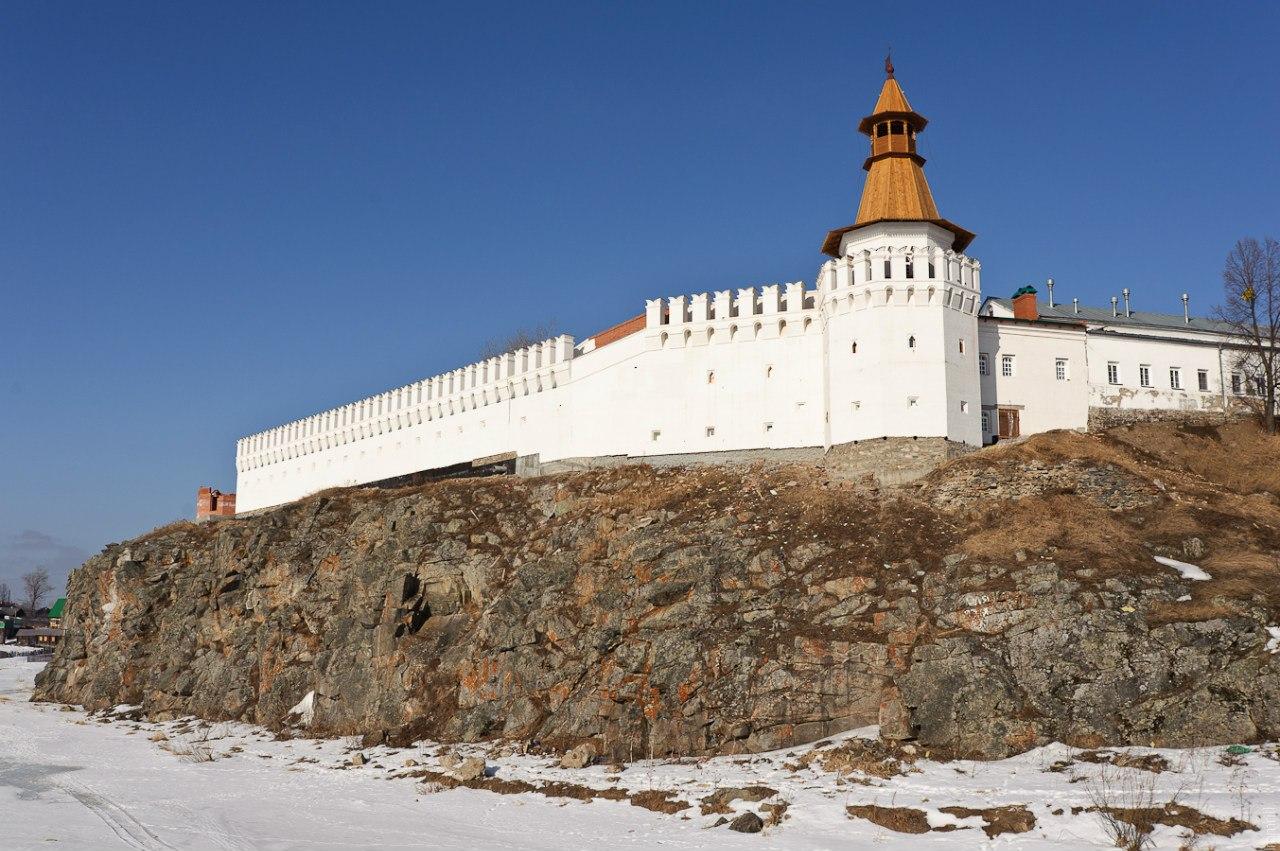 Троицкий камень и крепостная стена