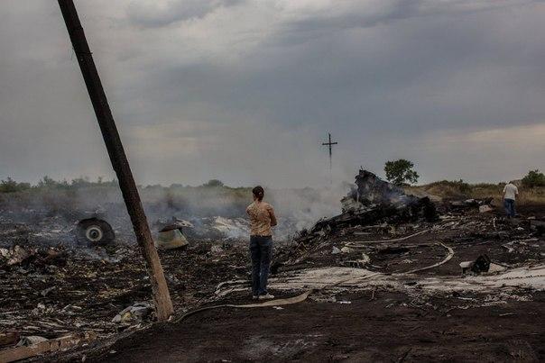 На месте крушения малайзийского самолета Boeing 777 в районе Шахтерска Донецкой области