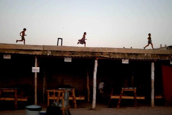 На территории палаточного лагеря для беженцев с востока Украины в Севастополе