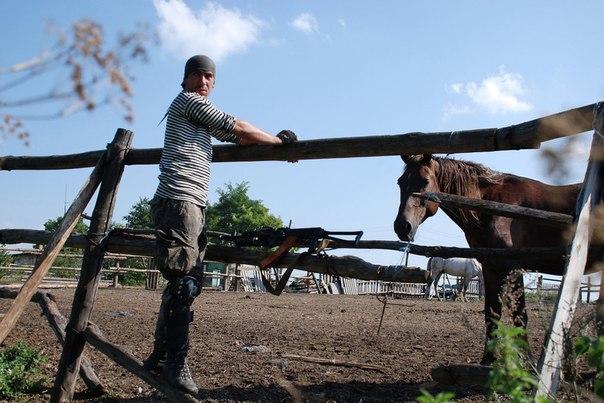 Ополченец Донецкой народной республики в районе населенного пункта Ясеневки