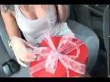 Парень сделал девушке необычный подарок
