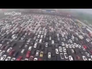 На 50-полосной дороге в Китае образовалась гигантская пробка