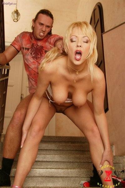 на лестнице порно фото
