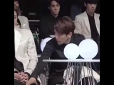 FUCK THIS ASKKDJS LOOK AT CHANYEOL SO PISS AT THE BACK