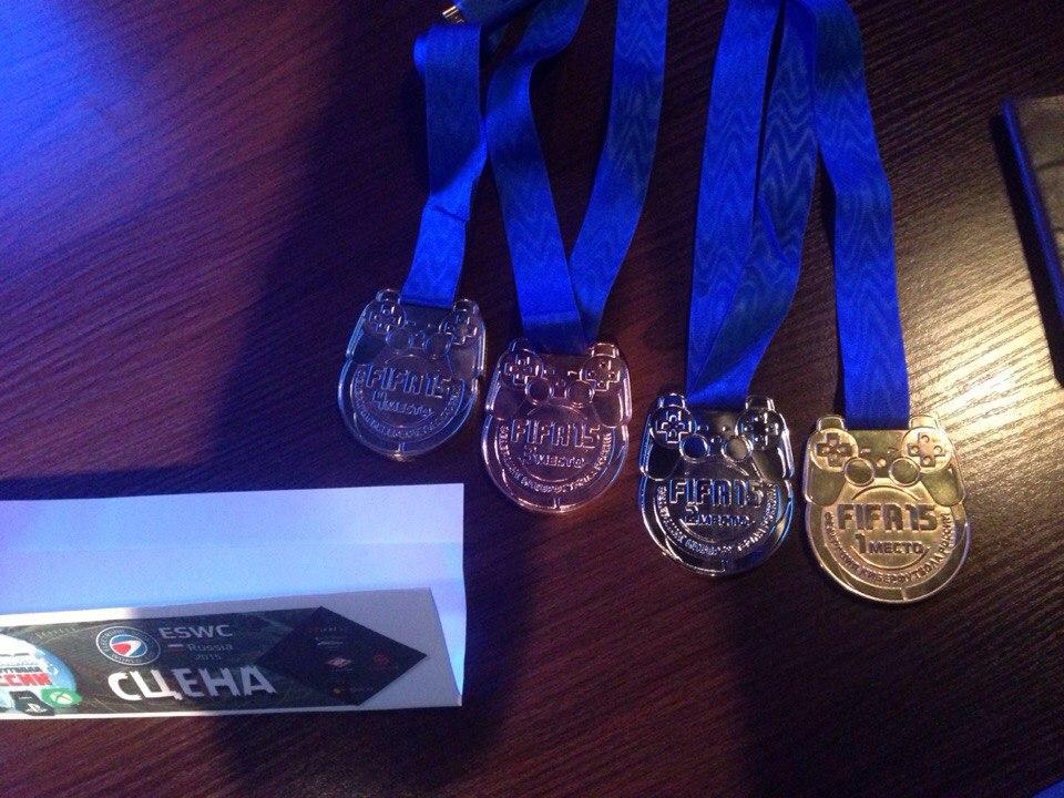 Медали турнира ESWC Russia 2015