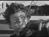 _Dobro pozhalovat, ili Postoronnim vhod vospreschen_ (1964) _ Na hodu igrayut! Virtuozy!.240