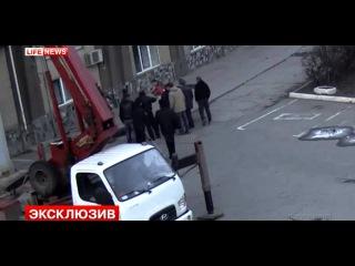 Видеокамеры зафиксировали падение фаната «Спартака» с крыши стадиона