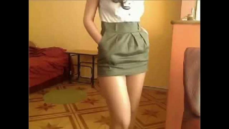 девушка в миниюбке в видеочате Вичаттер