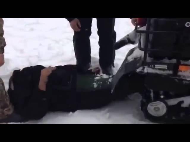 ПРИКОЛ ЖЕСТЬ,мужика намотало на гусеницу снегохода,я плакаль