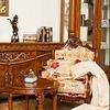 Классическая мебель из массива красного дерева.