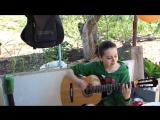 Девушка красиво поет под гитару,гори твое фото