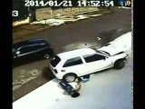 Ребенок выжил после того, как машина проехала ему по голове