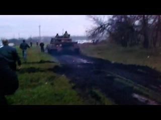 Донецк.Украина. Родинская самооборона гоняет танк на Ниве