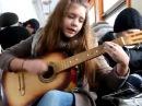 Девочка очень красиво поёт и играет на гитаре Piarov2012