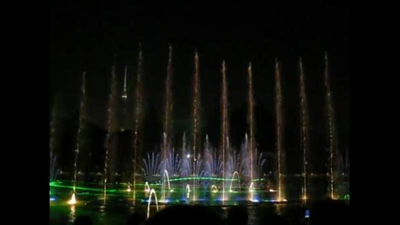 Поющие фонтаны и лазерное шоу в Питере