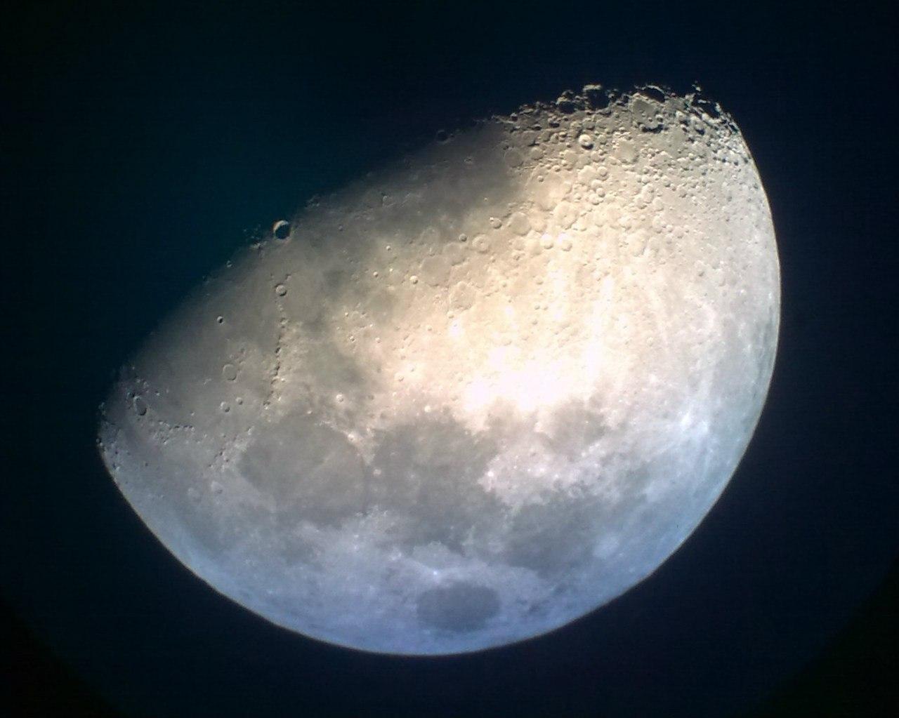Фото Луны через смартфон