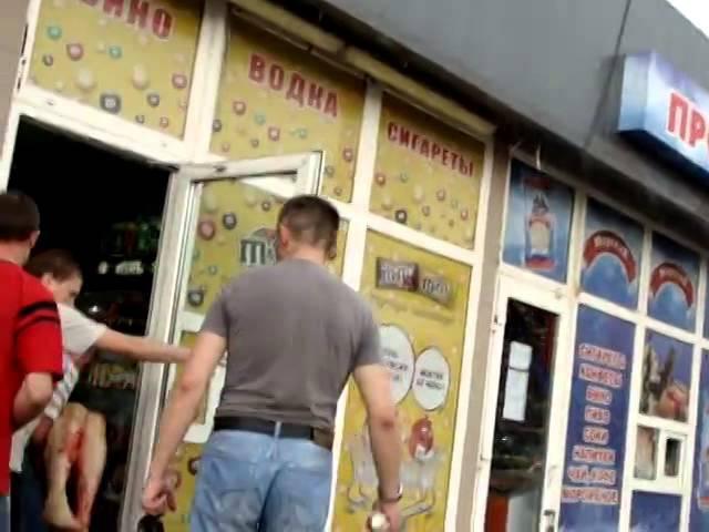 26 мая 2014. Донецк 26.05.14. ЖД вокзал. Убита женщина 3 раненных