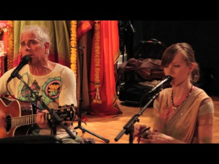 Jai Uttal: Queen of Hearts (Radhe Radhe Bolo) - with Prajna Vieira and Radhanath Alvarez