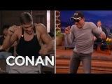 В эфире американского телешоу знаменитый голливудский актер Жан-Клод Ван Дамм решительно удивил публику, исполнив танец своего героя из фильма 1989 года