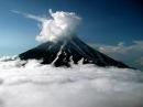 Момент мощного извержения вулкана в Мексике