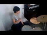 Нюта играет на барабанах Лера поёт