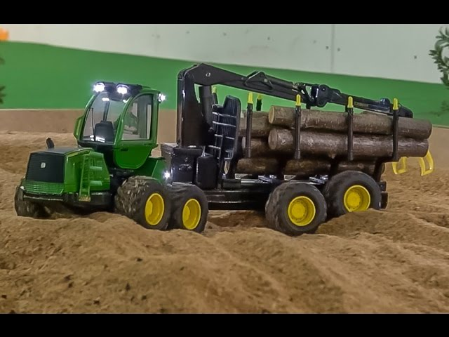 RC Forwarder John Deere! Amazing 8x8 model in 1:32 scale! Hof-Mohr fun!