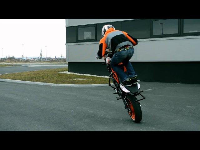 Rok Bagoros stunt training in pre season with KTM Duke 125 Ktm Duke 125 Stunt 2011