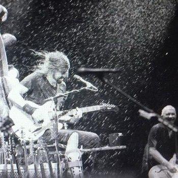 Ортопед спел с Foo Fighters