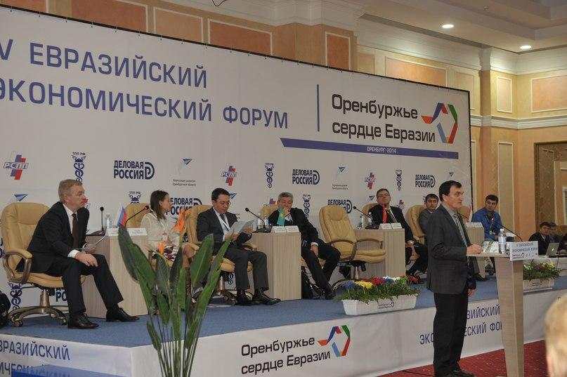А.А.Чибилёв на круглом столе с презентацией