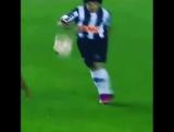 Очень опасный подкат против Роналдиньо