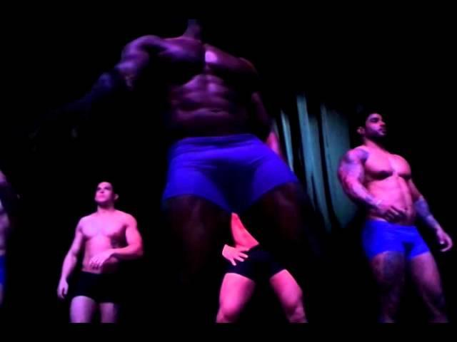 Gogo boys Dançando na Blue Space