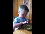 Мой маленький малыш кушал сам) это было здорово))