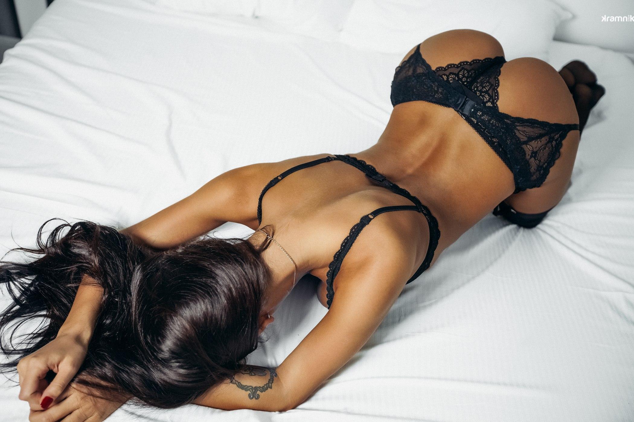 Стройная милая девушка порно 23 фотография