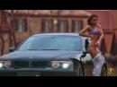Девушки Go-Go танцуют возле машин.