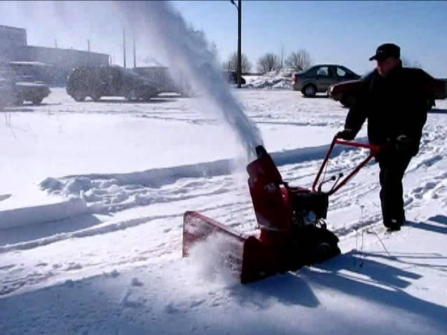 Самоходный снегоуборщик Мобил К