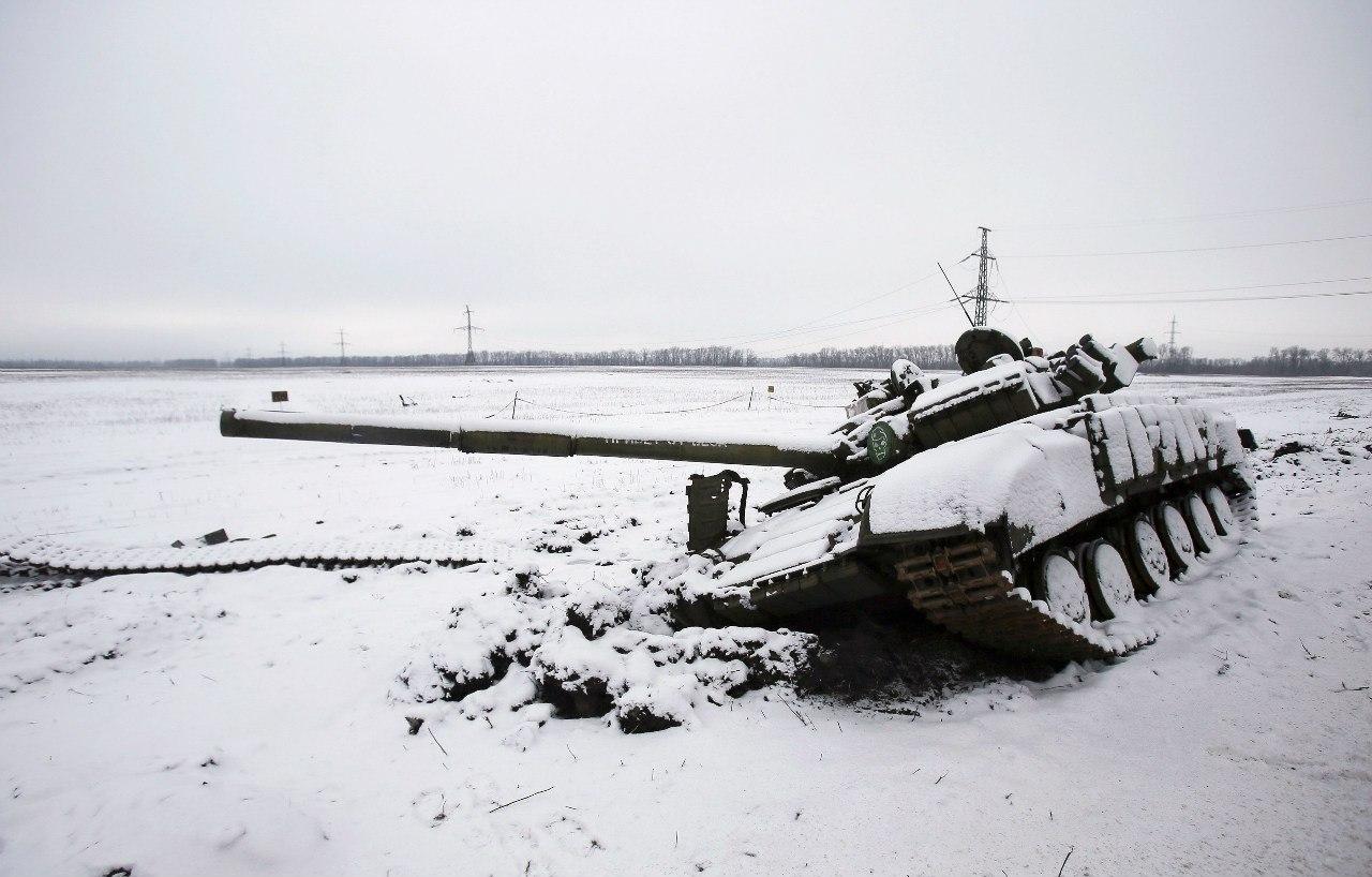 Подбитый танк под Углегорском