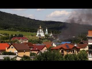 """Боевики организации """"Правый сектор"""" напали на спортзал и пост ГАИ в городе Мукачево в Закарпатской области Украины."""
