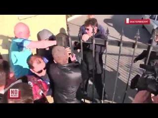 Похоронщики с боем прорываются к моргу, чтобы сдать тела на экспертизу
