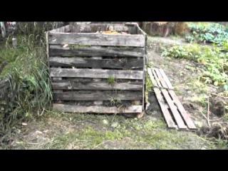 компостная куча из поддонов