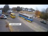 Почему трамвай не останавливается на подъемах