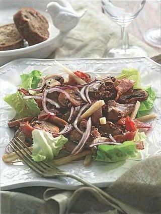 Фото рецепта: Салат из шампиньонов с куриной печенкой